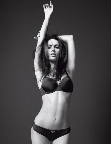 http://keenanevans.files.wordpress.com/2010/02/megan_fox_armani_underwear_0112c.jpg