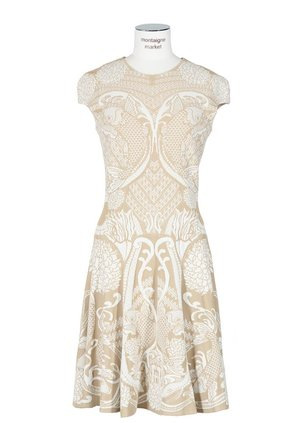alexander-mcqueen-pre-fall-2010-ivory-celtic-lace-knit-dress-profile