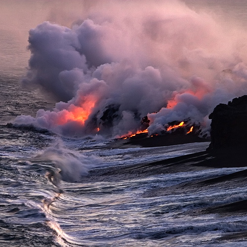 20568301.Loia9sSe.CRW_7206_Hawaii_lava_entering_sea