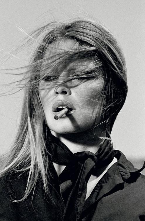 brigitte bardot - smoking - wind